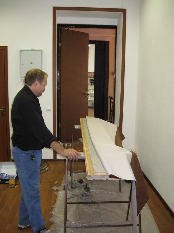 Обивка или обшивка двери - оптимальный способ полностью изменить или облагородить внешний вид старой двери.